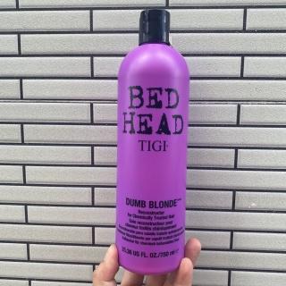 Dầu xả tái tạo dành cho tóc nhuộm tông lạnh Tigi Bed Head Dumb Blonde Reconstructor 750ml thumbnail