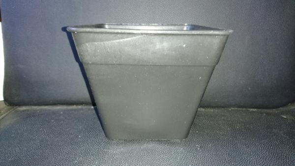 50 Chậu vuông 14x12 Đen. Chất liệu: Được làm từ nhựa PP dày cao cấp, độ bền cao, chịu nhiệt tốt, lỗ thoát nước chuẩn đẹp  - Sản phẩm chất lượng - gian hàng uy tín - giá luôn tốt - mua ngay kẻo lỡ !