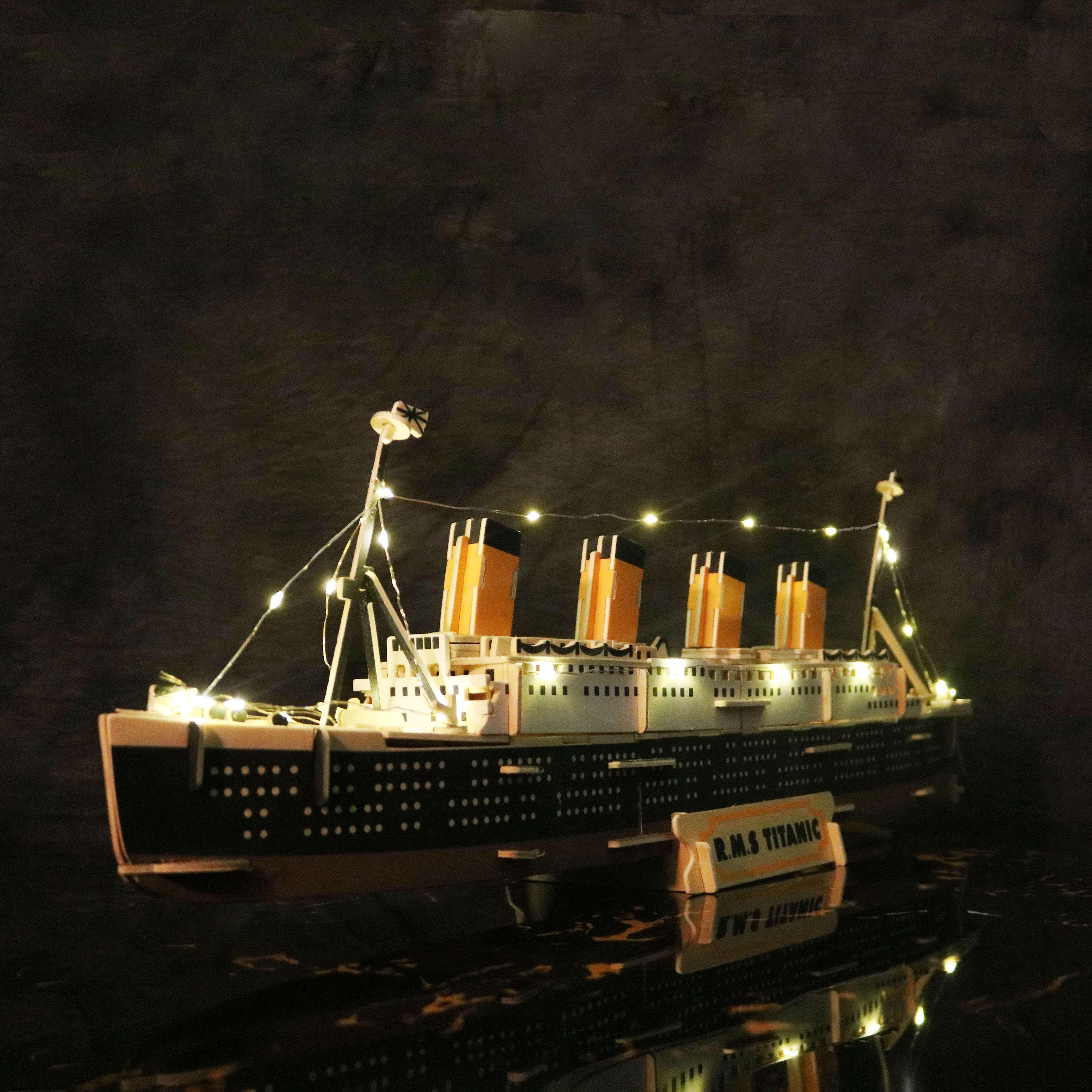 Tiết Kiệm Cực Đã Khi Mua Đồ Chơi Lắp Ráp Gỗ 3D Mô Hình Tàu R.M.S Titanic - Tặng Kèm Đèn LED Trang Trí