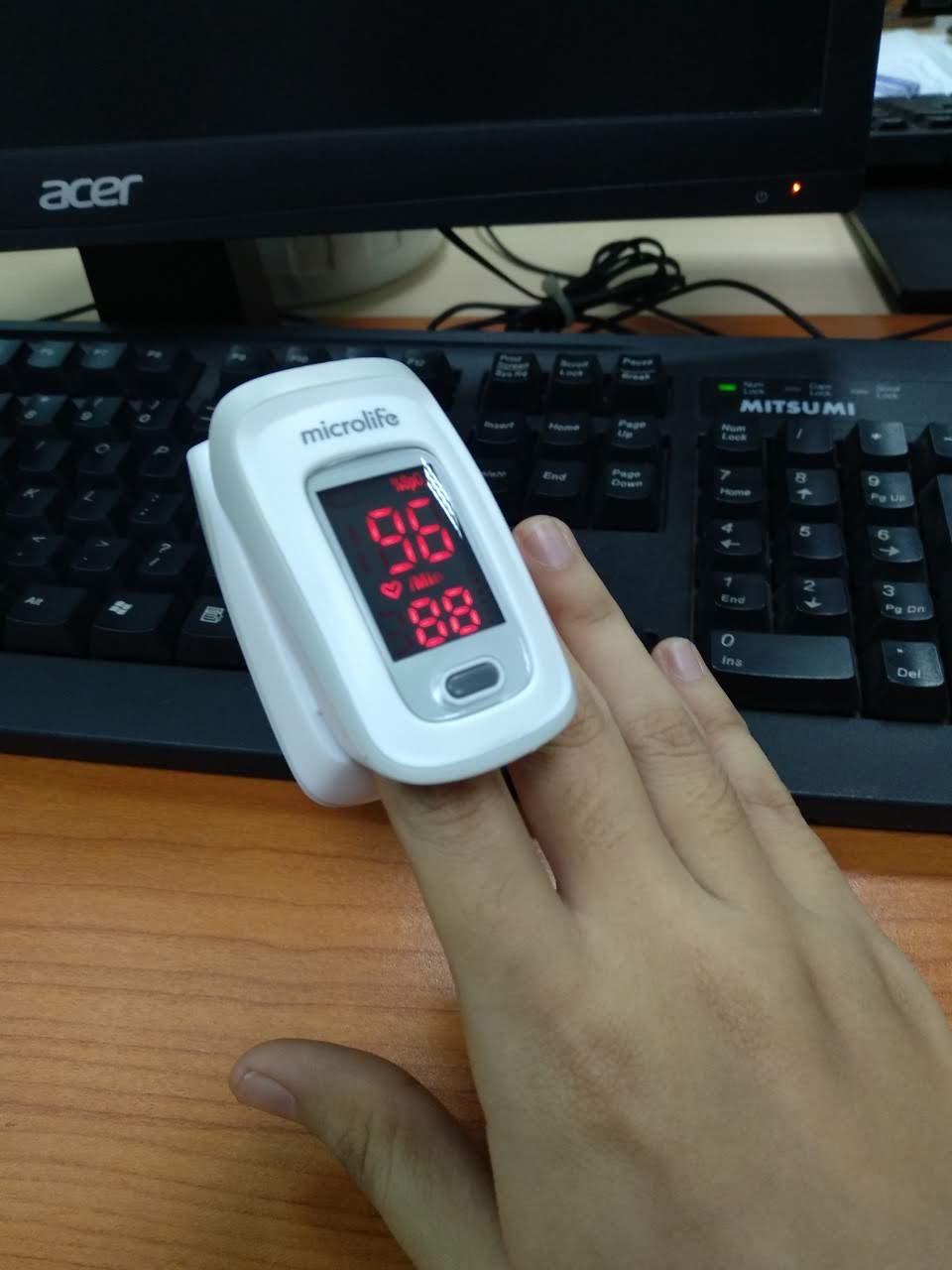 Máy đo nồng độ OXY và nhịp tim trong máu Microlife SPO2 OXY200 - Bảo hành 24 tháng