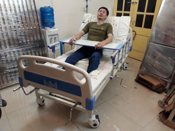 Giường Bệnh Y Tế Đa Năng Đầu Nhựa 4 Tay Quay - Giường Y Tế Hạ Chân Nhỏ