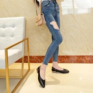 Giày nữ bít mũi đế vuông cao 2cm mũi nhọn trang trí dây đinh tán có thể đi được 2 kiểu C23n thumbnail