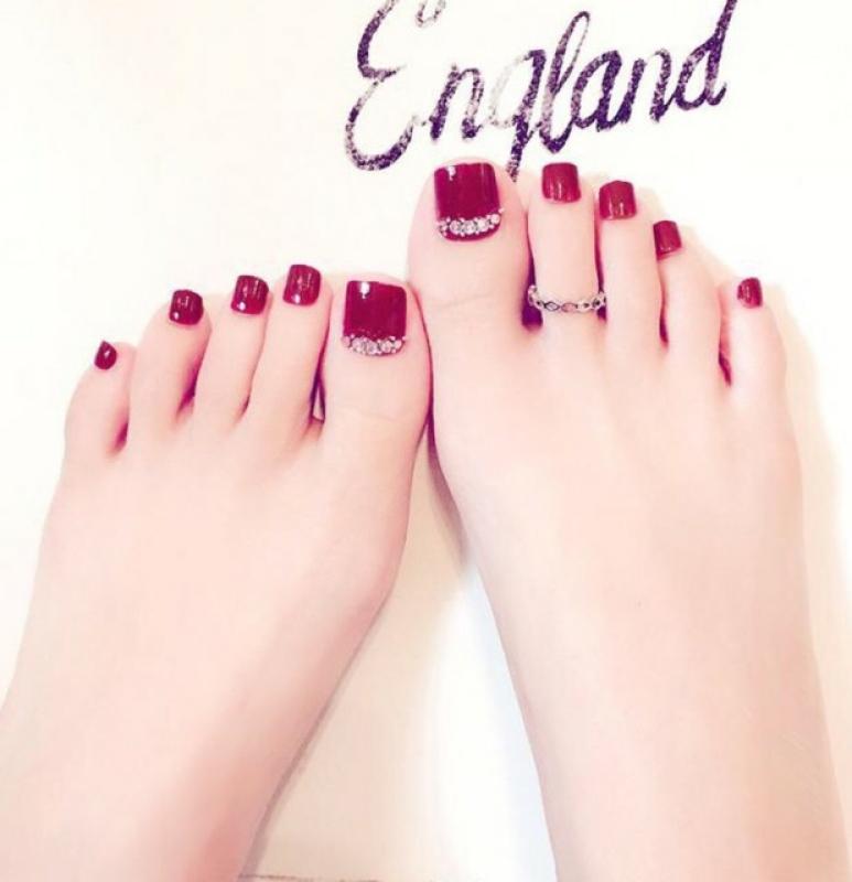 Bộ móng chân giả C20 đỏ thẫm đính hạt giá rẻ