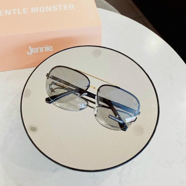 Giá bán Mắt kính nam nữ cao cấp, tròng đổi màu thời thượng, chống tia UV siêu hot