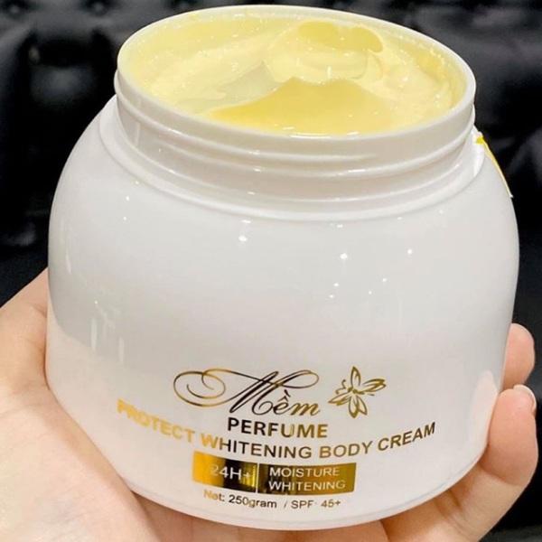 [Z] Hộp kem body  Mềm A Cosmetics mẫu mới hương nước hoa, kem dưỡng trắng da A mềm giúp da trắng sáng mềm mịn. TRẮNG BẬT HẲN 3 TÔNG CHỈ TRONG 7 NGÀY