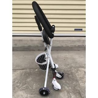 Xe đẩy 3 bánh 5 bánh gấp gọn (để chân + bánh xe có đèn) thumbnail