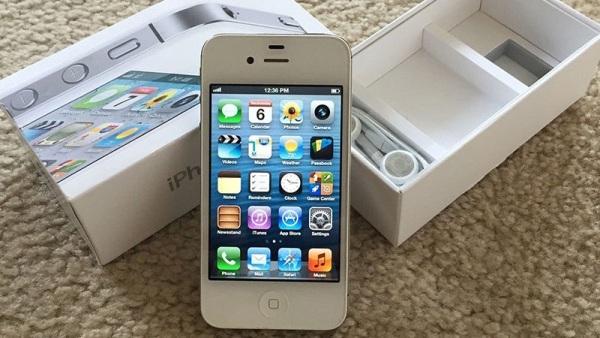 Điện thoại iphone 4s 32/16gb chính hãng , chơi fb zalo youtube cài game nhẹ nhang