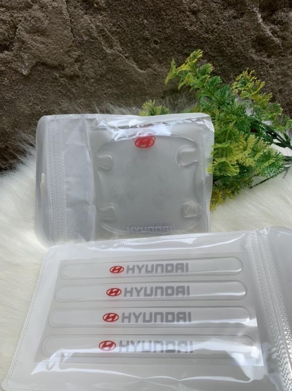 Bộ 8 Miếng dán Silicon chống xước hõm tay nắm cửa Ô tô kèm Logo xe ( Huyndai )
