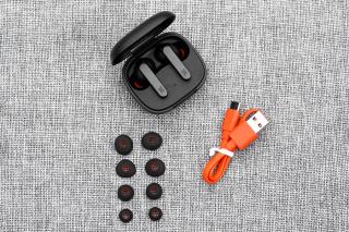Tai nghe Bluetooth True Wireless JBL LIVE PRO - Pin Trâu -Bass Khỏe - Thời Gian Chờ Lâu- Kiểu Dáng Thể Thao thumbnail