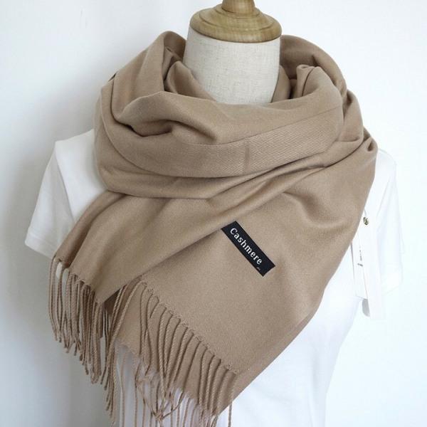 Khăn quàng cổ thời trang nữ chất liệu len, mềm mịn, đa dạng màu sắc.