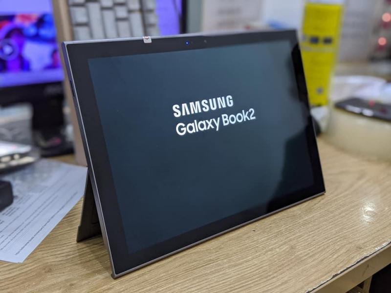 Máy Tính Bảng Samsung Galaxy Book 2 4/128GB 12 inh  || HĐH Win 10 , 4G LTE || Tại PlayMobile