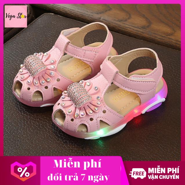 Giày xăng đan bé gái / giày tập đi bé gái có đèn led thêu hoa gắn đá dễ thương giá rẻ