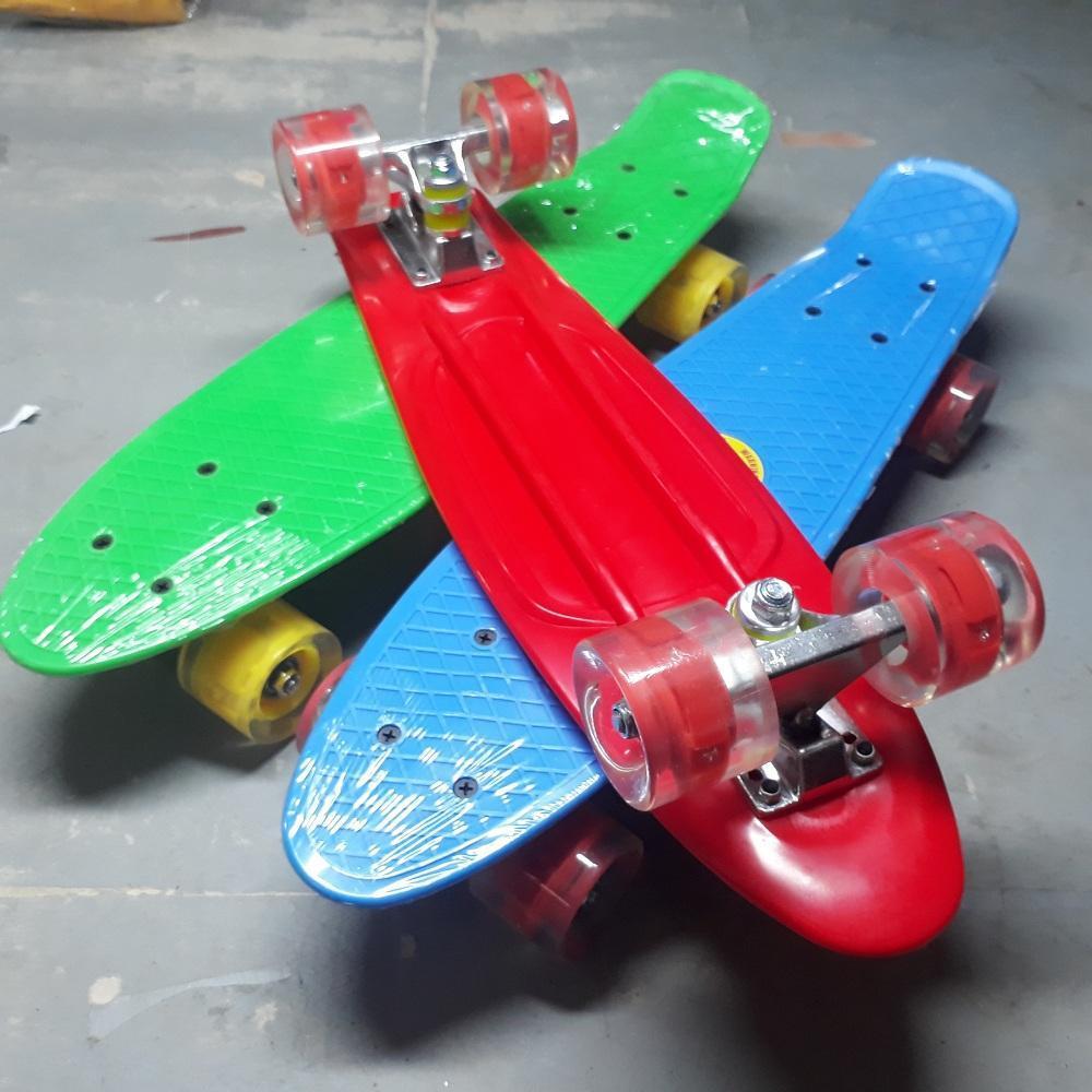 Giá bán Ván trượt thể thao, Ván trượt Skateboard thép nguyên khối Bánh 3 lớp có đèn led Kamitoy