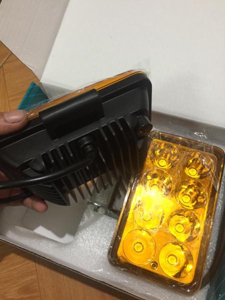 02 chiếc đèn led Runlai 8 bóng màu vàng 12-24v 24w