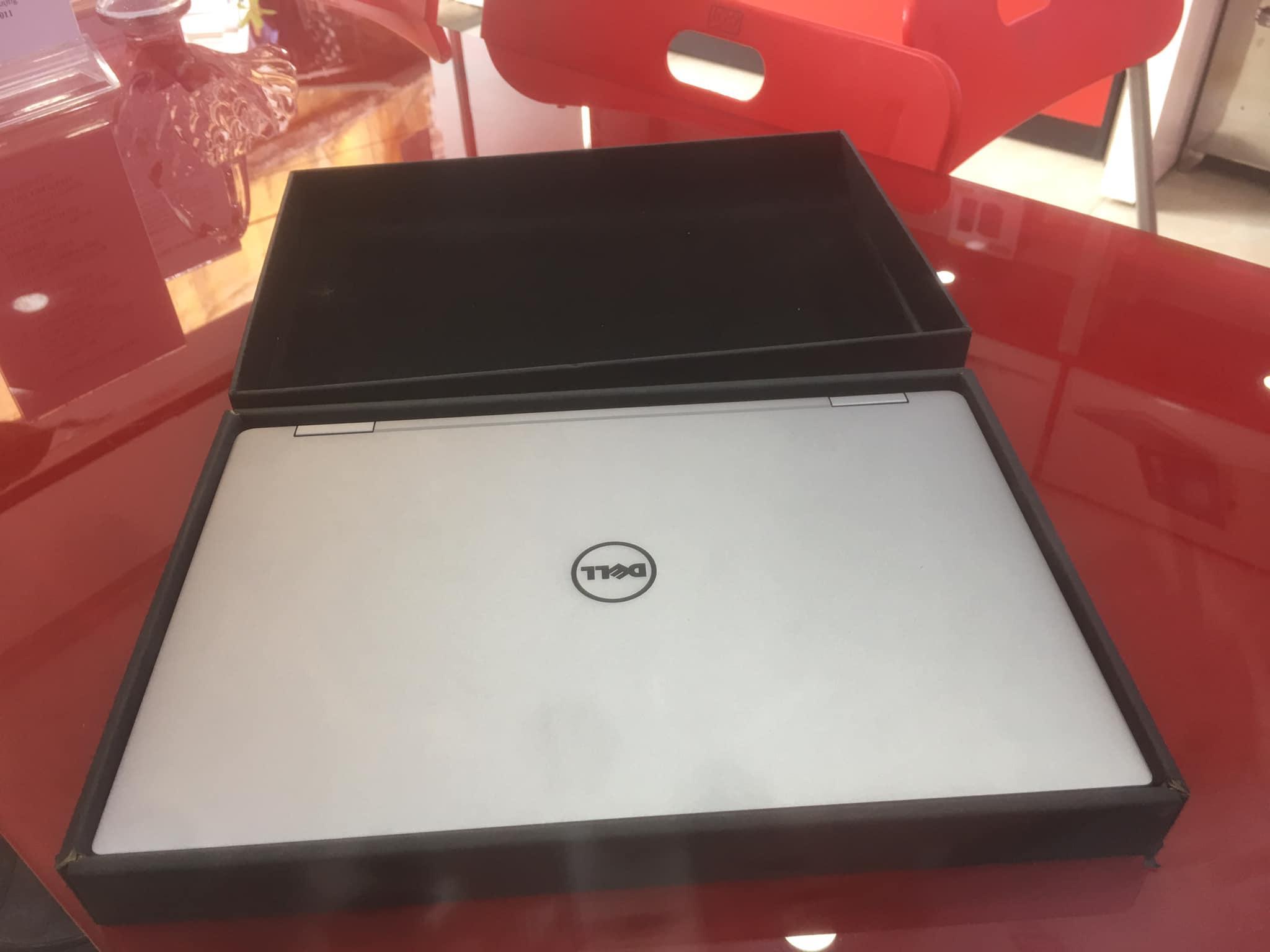 Offer Khuyến Mãi Dell XPS 13 9365 Core I7-7Y75 Ram 16gb SSD 512gb Màn Full Cảm ứng