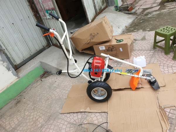Máy cắt cỏ đẩy tay, máy sạc cỏ sử dụng động cơ 52CC. Bảo hành 12 Tháng