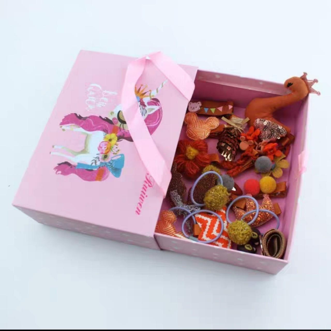 Hộp tặng quà 24 món kẹp tóc ,buộc tóc cho bé gái