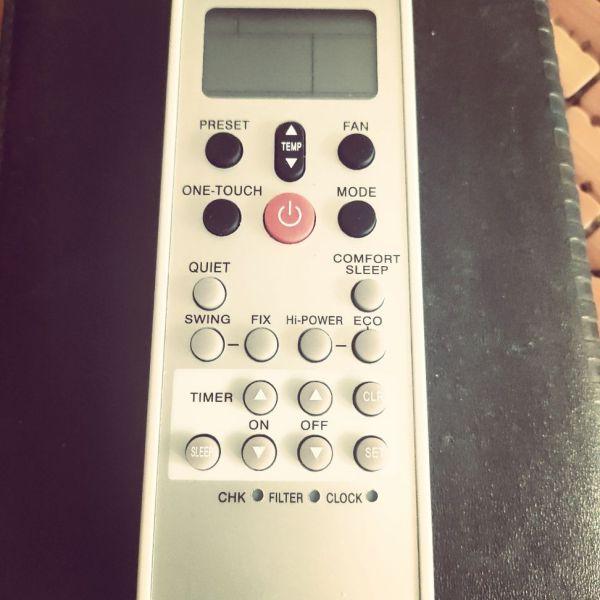 Bảng giá Remote điều khiển điều hoà không khí Toshiba loại nhiều nút nhấn.