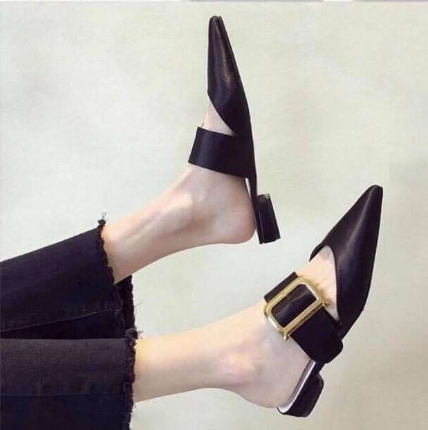 Giày sục nữ thời trang khóa chữ D mũi nhọn hở gót cực sang chảnh màu đen giá rẻ