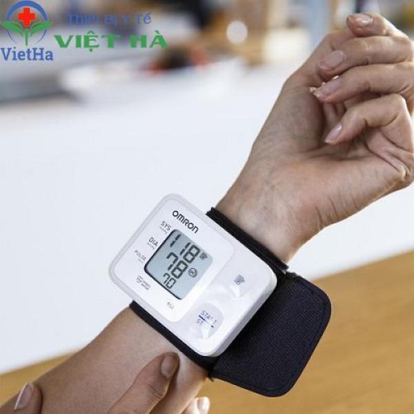 Máy đo huyết áp cổ tay Omron HEM-6161 bán chạy