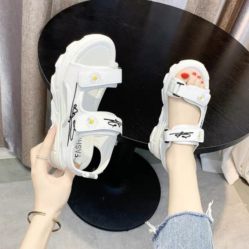 Sandal nữ,sandal học sinh,sandal 2 quai hoa cúc chữ ký siêu đẹp giá rẻ