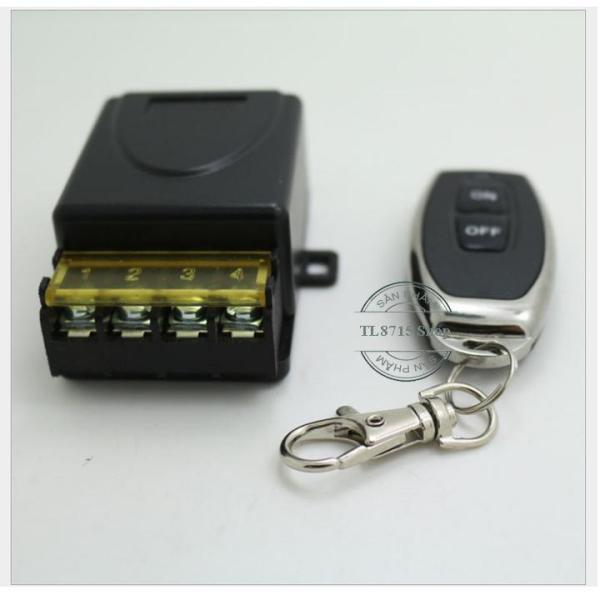 Bộ công tắc điều khiển từ xa RF 100m/ 220v/3000W đen - Dùng để điều khiển đóng ngắt thiết bị điện từ xa  - Điều khiển tắt mở thiết bị điện từ xa bằng sóng vô tuyến (radio), có thể đi qua các vật cản (vách ngăn, tường nhà)