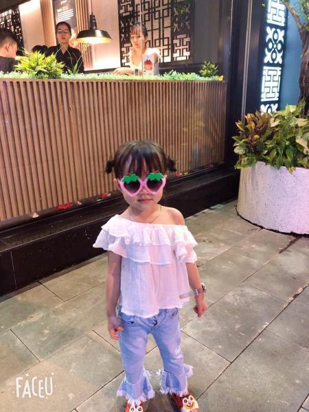 Giá bán Kính râm chống tia UV phong cách Hàn Quốc gọng hình dâu đáng yêu cho bé