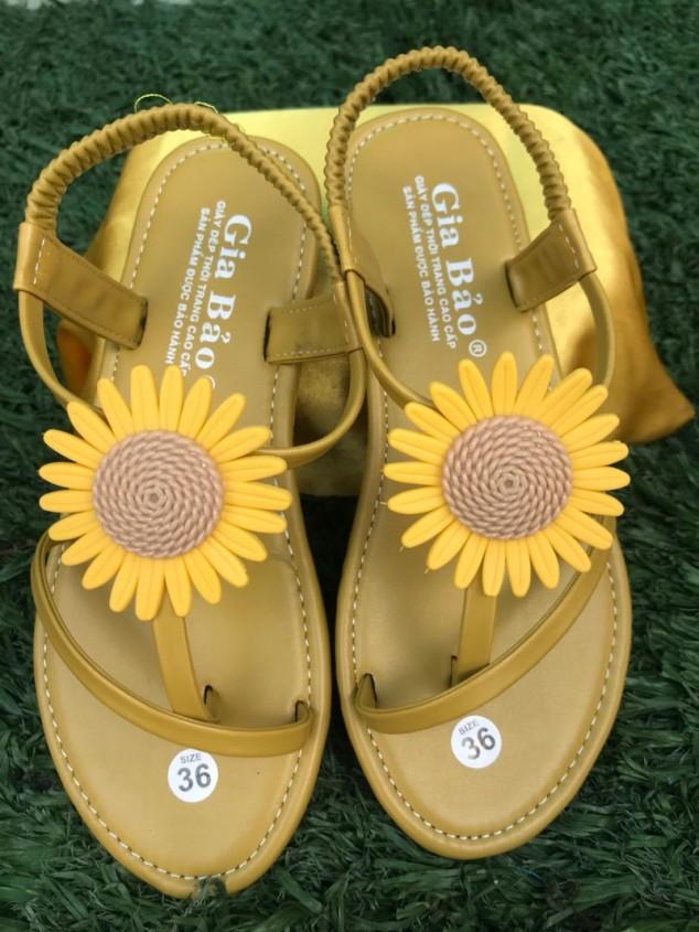 Giày Sandal Bông Cúc Thời Trang Trẻ Trung giá rẻ