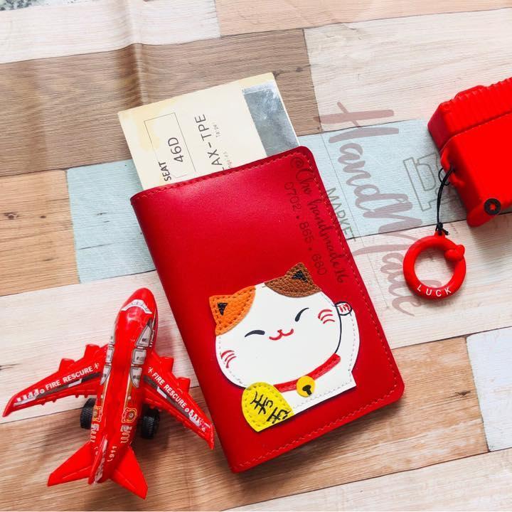 Passport Cover Mèo May Mắn- Vỏ Hộ Chiếu Mèo Thần Tài Đang Giảm Giá