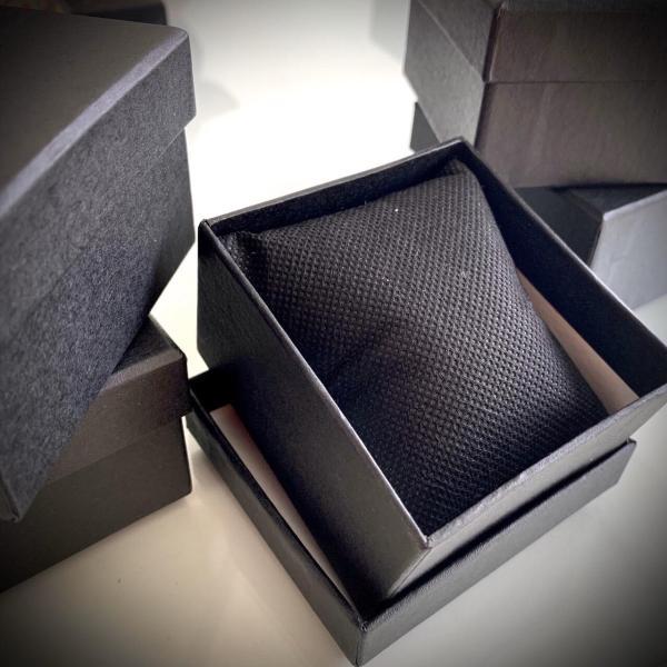 Nơi bán [Lấy mã giảm thêm 30%] hộp đựng đồng hồ cứng màu đen V77