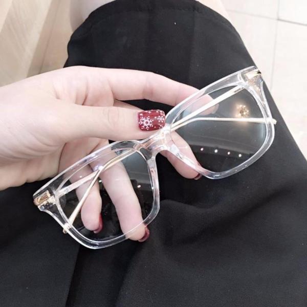 Giá bán (GIẢM GIÁ MẠNH) Mắt kính gọng nhựa trong suốt chữ V form chữ nhật siêu xinh