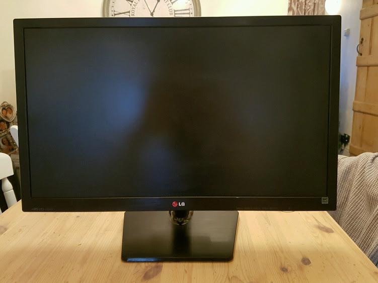 Màn hình 27 inch LG 27EA33 LED IPS Full HD có cổng kết nối HDMI VGA và DVI hình ảnh hiển thị đẹp sắc net bảo hành 3 tháng lỗi 1 đổi 1