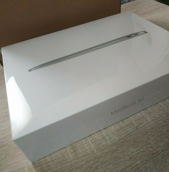 Brand New AppleMacBook Air 13 M1 chip (256 Go SSD, 8 Go RAM) - Silver