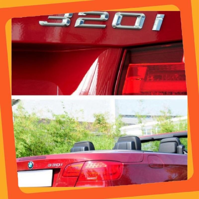 Decal tem chữ inox 320i dán đuôi xe ô tô