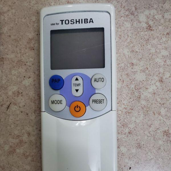 Điều khiển máy lạnh Toshiba loại 7 nút