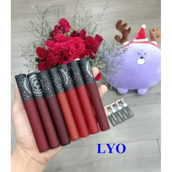 Son kem lì Black Rouge Cream Matt Rouge vỏ đen.