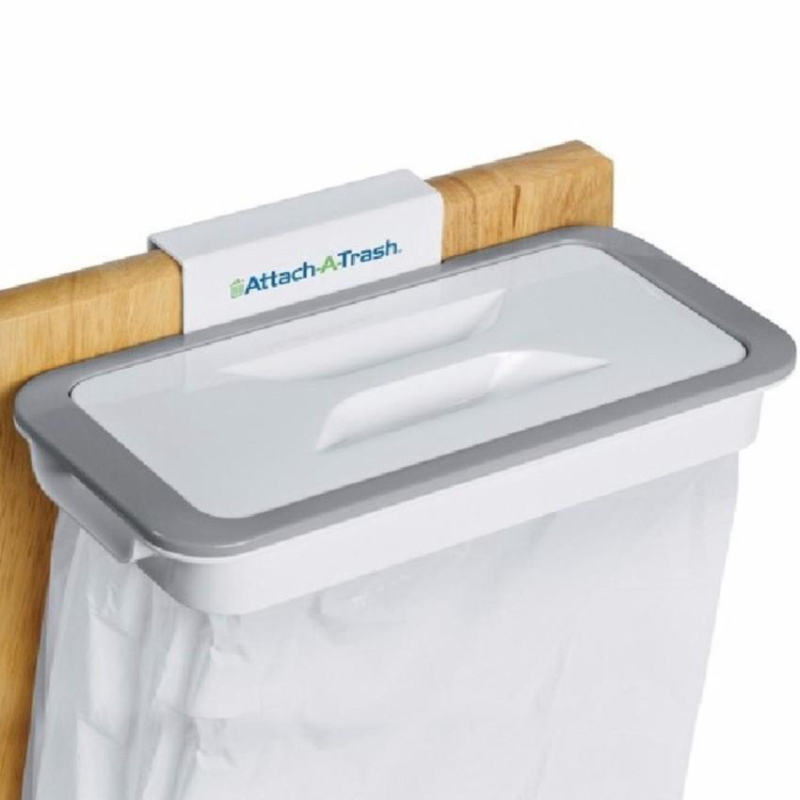 Giá treo túi đựng rác thông minh Attach A Trash, giúp phòng bếp luôn gọn gàng, sạch sẽ.