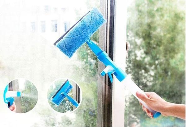 COMBO Bộ 2 Dụng cụ lau kính thông minh gắn kèm bình xịt nước rửa kính tiện lợi