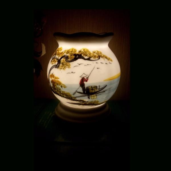 Đèn xông tinh dầu sứ Bát Tràng (Chủ đề: Cây Đa Bến Nước -  mẫu B)