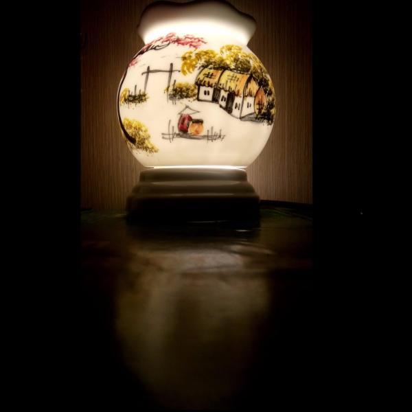Đèn xông tinh dầu sứ Bát Tràng (Chủ đề Làng Xưa - mẫu E)