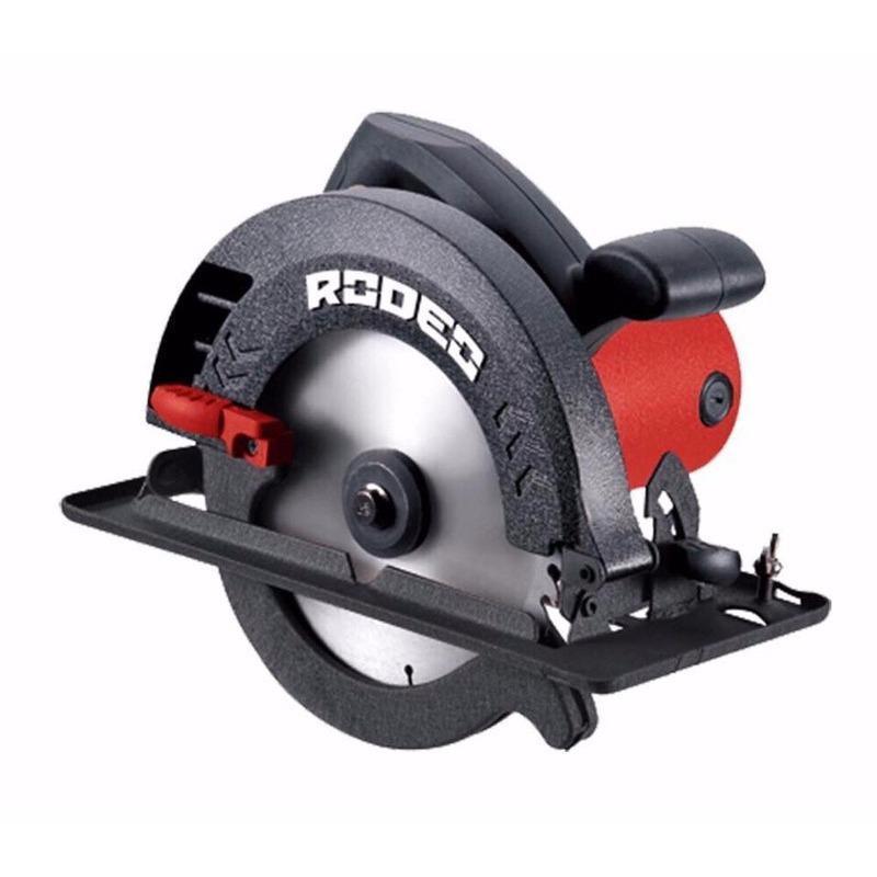 Máy cưa gỗ Rodeo CS1250 hoạt động với công suất mạnh mẽ lên đến 1.250W.