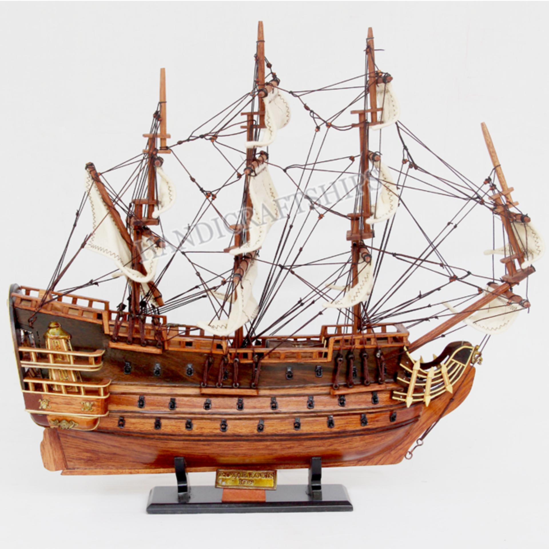 Mô Hình Thuyền Gỗ Trang Trí Royal Louis