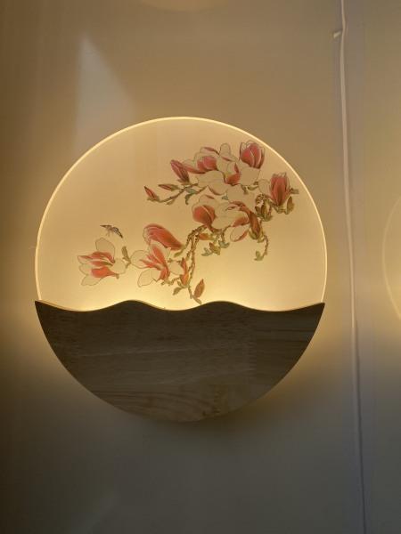 Bảng giá Đèn gắn tường led phòng ngủ đế gỗ tự nhiên sơn bóng - hoa lan DTTPHL02