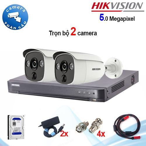 Trọn bộ 2 camera Hikvision DS-2CE12H0T-PIRL (5MP) + đầu ghi 4 kênh DS-7204HUHI-K1