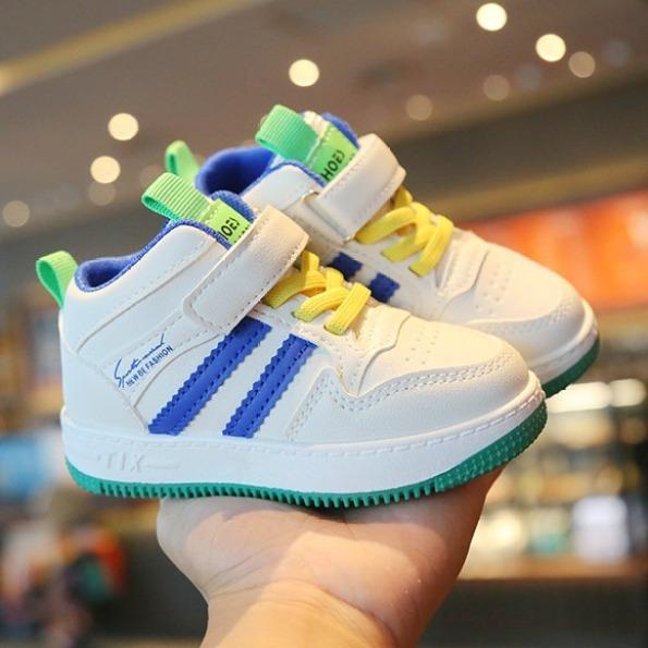 Giày bốt bé trai, bé gái màu trắng cao cấp có lớp lót lông bên trong mền mại thoáng khí, êm chân dành cho bé 1-7 tuổi giá rẻ