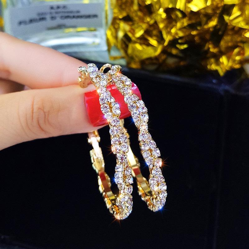 Hoa tai vòng kim cương phụ kiện hằng ngày