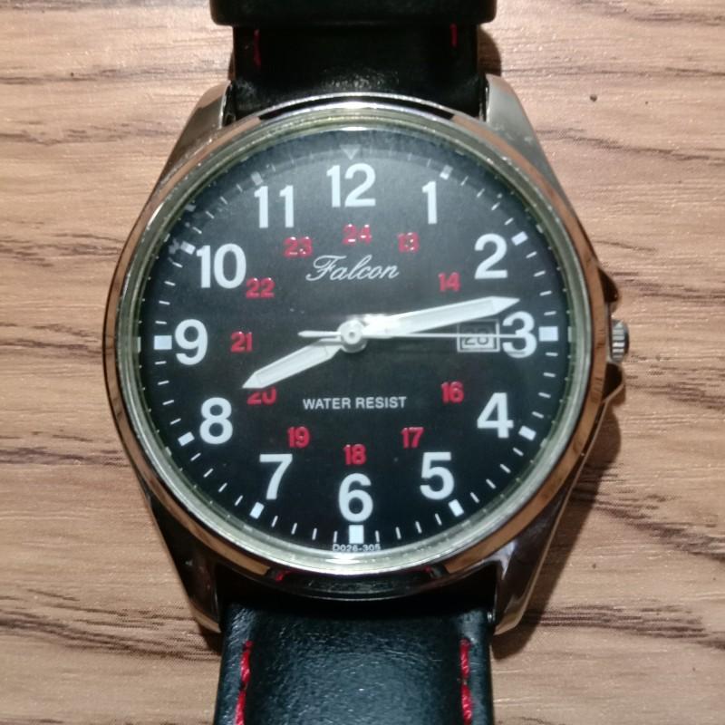 Đồng hồ nam Q&Q 38mm Mặt tròn, dây da, máy Quartz, 3 kim lịch ngày góc 3h.