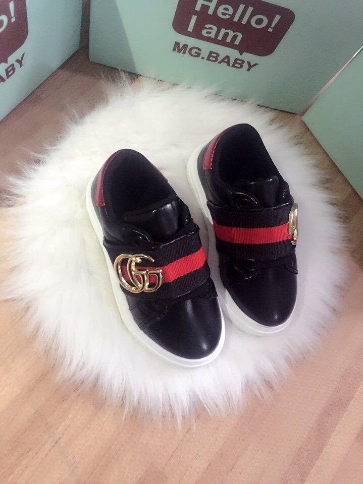 Giày Bata Kẻ 2 Màu đen đỏ Thun Ngang Qua Giầy Giá Sốc Nên Mua
