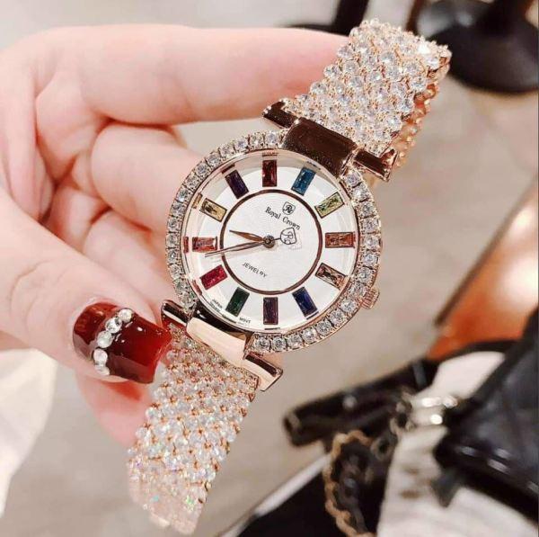 Đồng hồ thời trang nữ Royal đính đá giá like Au, đẹp không thua kém gì các nàng hậu Versus bán chạy