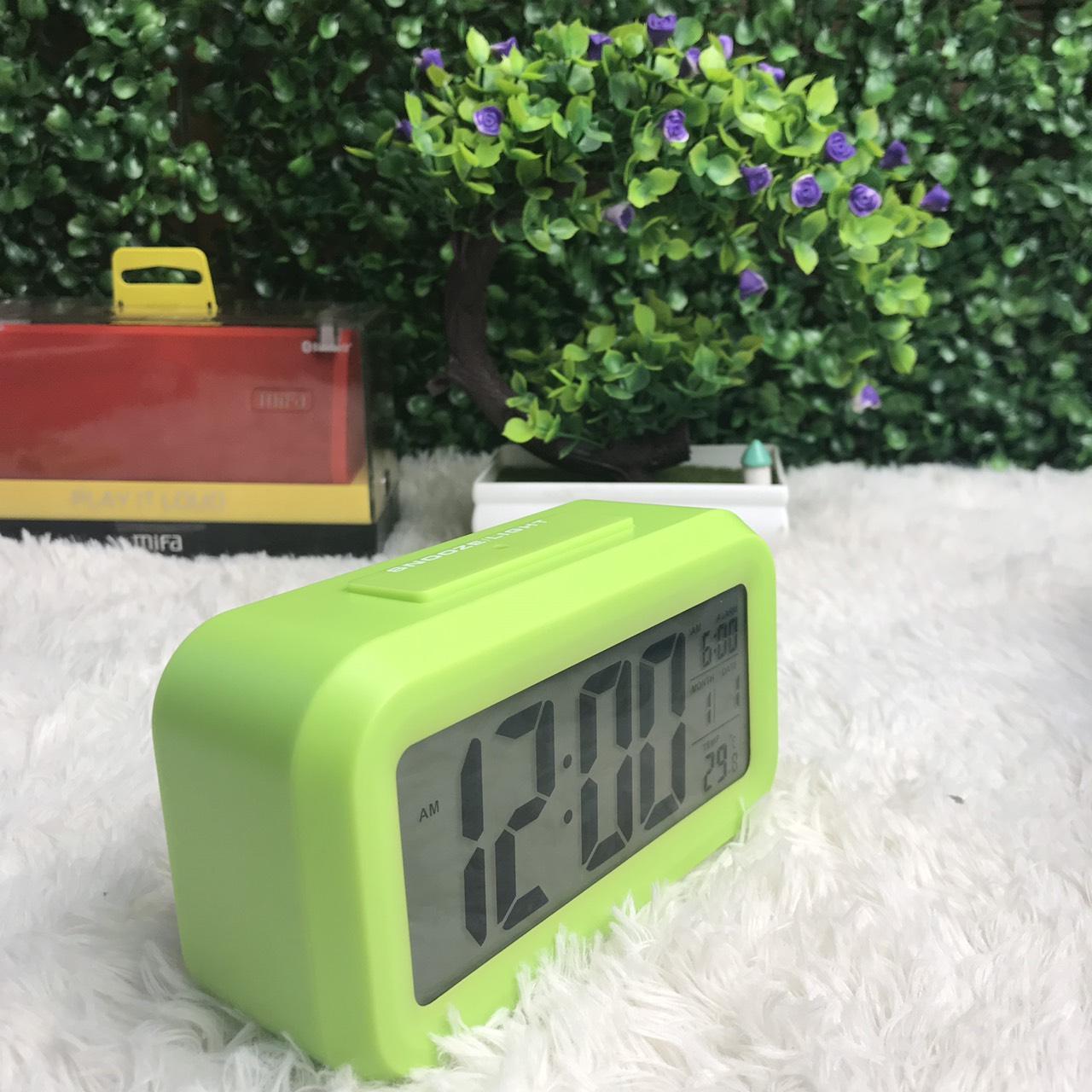 Nơi bán Đồng hồ báo thức kỹ thuật số với đèn LED nền cảm biến đa chức năng LC01, Cao cấp hơn Đồng hồ điện tử Unisex đa sắc màu dây cao su chống nước, Đồng hồ đèn led thể thao